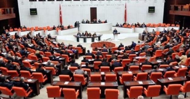 Erken seçim önergesi Meclis'te 386 oyla kabul edildi
