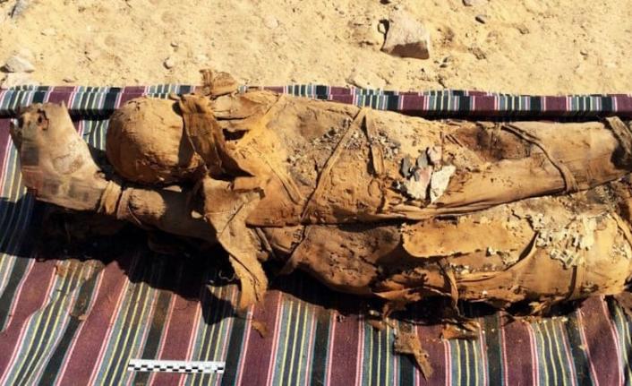 Mısır'daki bir mezarda 35 mumya keşfedildi