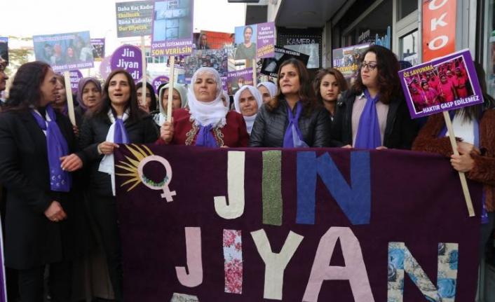 Kadınlar engellemelere rağmen Van sokaklarında: Susmuyoruz, korkmuyoruz