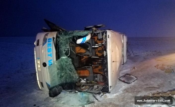 Kayseri'de Van otobüsü devrildi: 23 kişi yaralandı