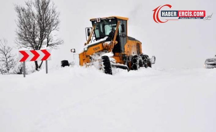 Şırnak'ı, Hakkari ve Siirt'te bağlayan yollar kardan kapandı