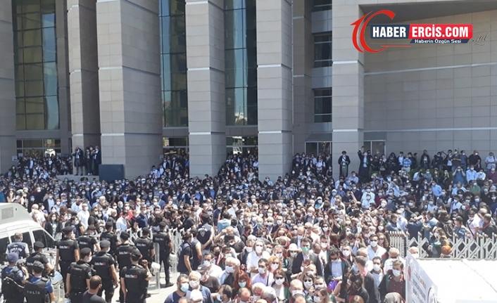 Hukukçuların 'savunma mitingi' başladı