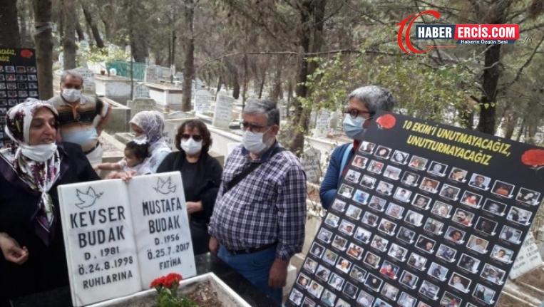 Gar Katliamı'nda yaşamını yitirenler mezarı başında anıldı