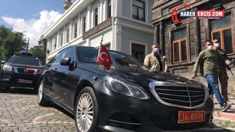 HDP'li 65 belediyenin 54'ne el konuldu