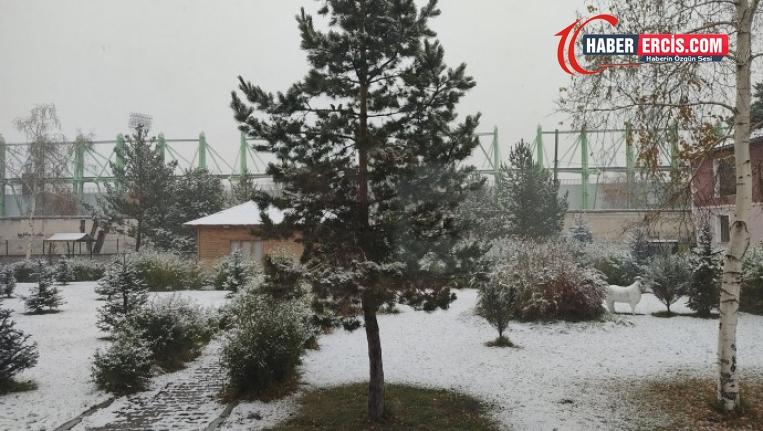 Serhat kentlerine mevsimin ilk karı düştü