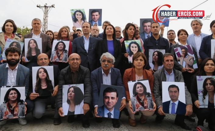 Kobanê iddianamesi: Açıklamalar, fezlekeler ve eylemler