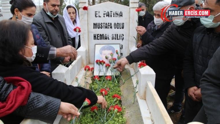 Gazeteci Kılıç mezarı başında anıldı