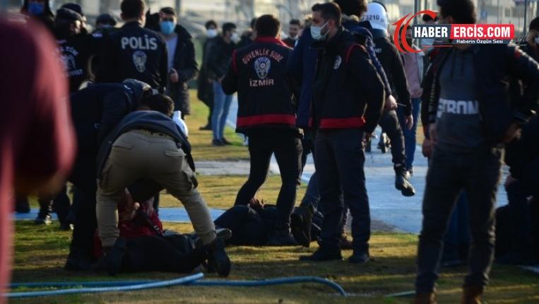 İzmir'de gözaltına alınan iki kadına çıplak arama