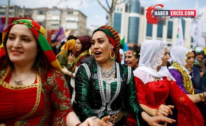 Van'da her yıl Newroz'u kutlayan kadınlar: Sokaklardaki ateş sönmeyecek