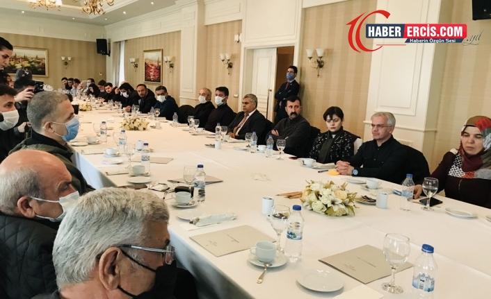 Van'da Kürt yazarlar:  'Kürtçe için her evin kapısını çalalım'
