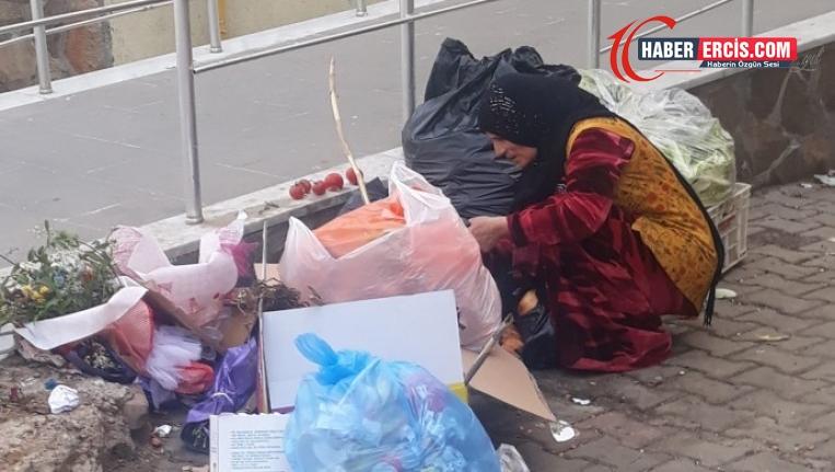 Türkiye'de yiyecek bulamayan halk çöplere yöneliyor!