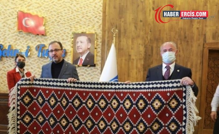 Van'da AKP'li başkan düğün altınlarını belediye bütçesinden karşıladı