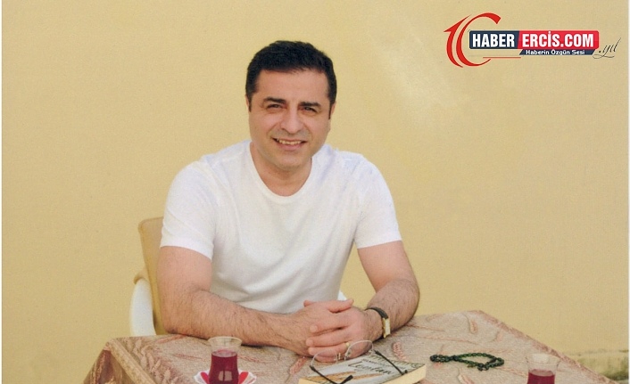 Cezaevinde çekilen fotoğrafta gülümsediği için Selahattin Demirtaş'a kimlik kartı verilmedi