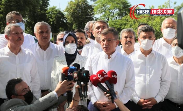 Davutoğlu Polis engeline rağmen konuştu: Temiz eller operasyonu başlatılmalıdır