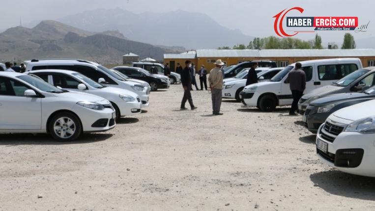 Van'da tasarruflarını bitiren binek aracını satıyor
