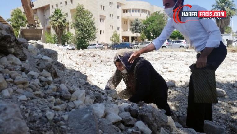 Emine Şenyaşar adliye binasının temelini elleriyle kazarak 'adalet' aradı