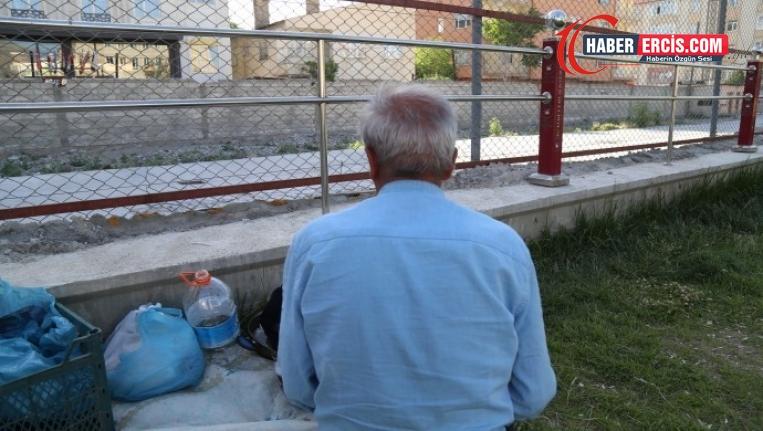 Van'da Kalacak yeri olmayan mülteci parklarda yaşıyor