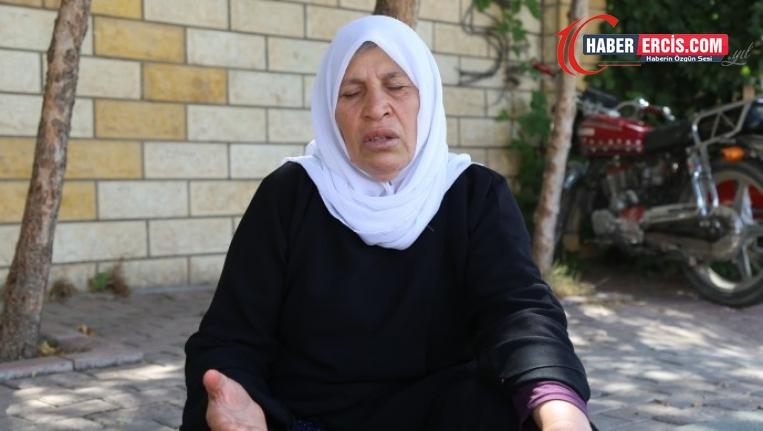 Emine Şenyaşar: Ailemi toprağa gömdüler