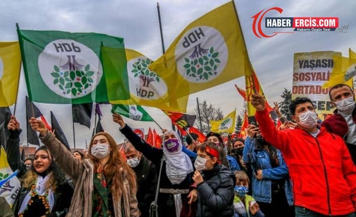 HDP iki koldan meydanlara çıkıyor