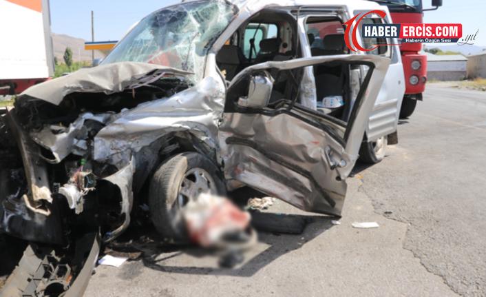 Muradiye'de trafik kazası: 1 ölü, 4 yaralı
