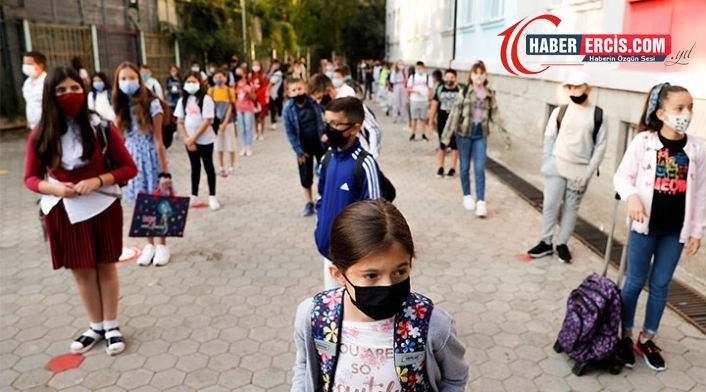 Okullar açılıyor: Sınıflar kalabalık, herkes kaygılı
