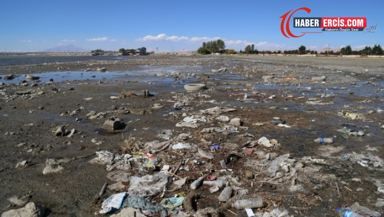 Van Gölü çekildi, kirlilik ortaya çıktı