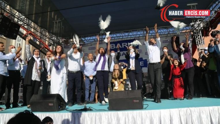 Van'da barış güvercinleri uçuruldu: Tek çözüm tecridin kaldırılması