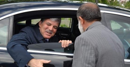 Cumhurbaşkanı Abdullah Gül Aile Mezarlığını Ziyaret Etti