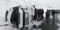 Van Bitlis yolunda Öğretmenleri Taşıyan Minibüs  kaza yaptı: 9 Yaralı