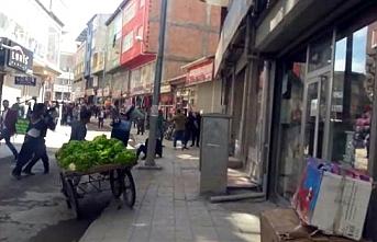 Ağrı'da zabıta ile seyyar satıcılar birbirine girdi: 7 yaralı