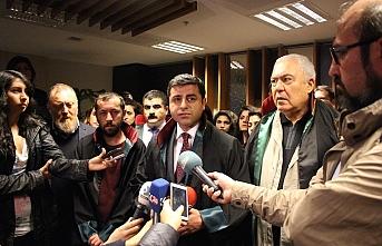 Demirtaş'tan yürüyüşleri engellenen başkanlara destek