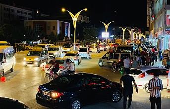 Erciş'te Bayram: Salgından buyana en yoğun insan kalabalığı ve araç trafiği yaşandı
