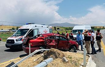 Erciş'te Trafik Kazası: 1'i ağır 2 kişi yaralandı