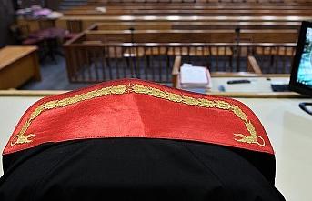 Yargıtay, cinsel tacize 'babacan tavır' dedi, mahkumiyet kararını bozdu!