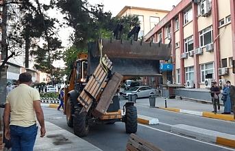 Belediye, Timtik ve Ünsal eyleminden dolayı bankları söktü