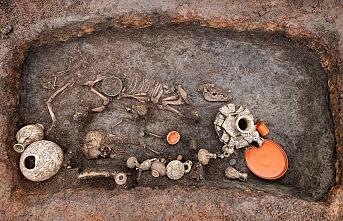 Fransa'da 2.000 Yıllık Çocuk ve Köpek Mezarı Bulundu