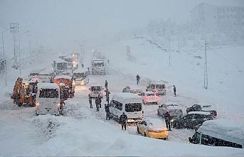 Serhat'ta 349 yerleşim yerinin yolu kapandı