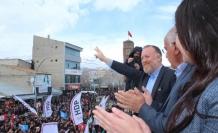Temelli Muradiye'de 'süpüreceğiz' dedi, AKP'nin seçmenleri dikkatle izledi