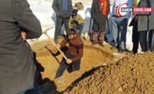 AKP'li Çaldıran Belediyesi Kürt siyasetçi Adugit'in mezarı için kepçe vermedi