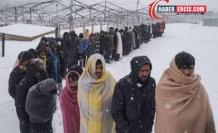 Mülteciler dondurucu soğuklarda geçiş izni bekliyor