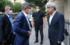 Davutoğlu, Sancar'ı aradı: Yaşananlar ülkeye zarar veriyor