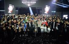 Şampiyon Beşiktaş kupasını aldı