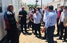 HDP'lilerden deprem ve selin vurduğu Başkale'ye ziyaret