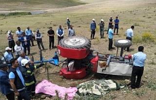 Van'da Traktörün devrilmesi sonucu 2 kişi...