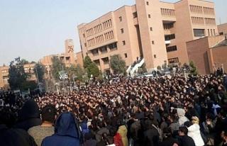İran'da protestoculara ateş açıldı
