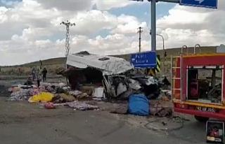 Tarım işçilerini taşıyan araçta kaza: 7 ölü,...