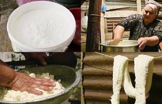Kars'ta çeçil peyniri için kollar sıvandı
