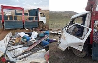 Gürpınar'da berivanları taşıyan araç kaza...