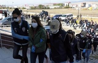 Kars'ta gözaltına alınan 10 siyasetçi savcılığa...