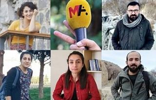 Van'da gazetecilerin gözaltı süresi uzatıldı:...